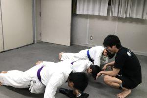京都の空手 拳立て伏せ